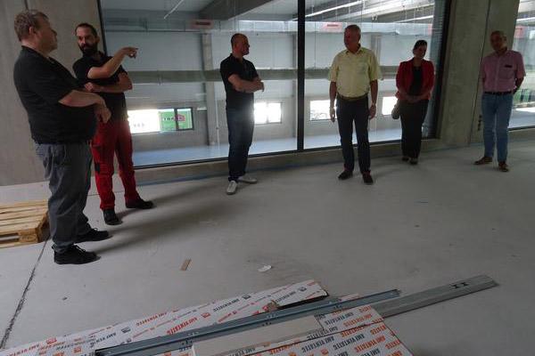 Besuch auf der Baustelle der Medentika GmbH im Gewerbegebiet Würzbacher Kreuz