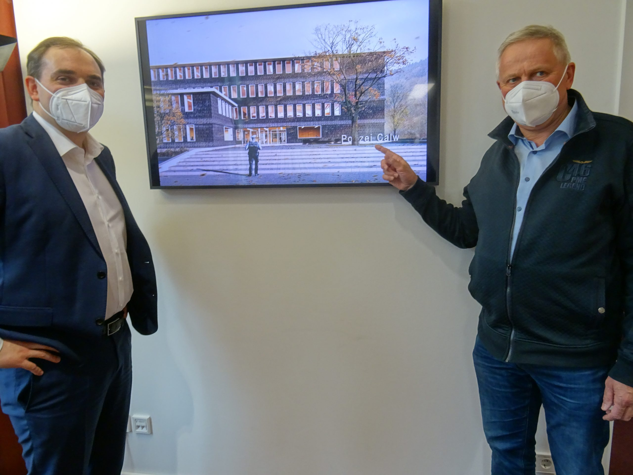 Oberbürgermeister Kling stellt Thomas Blenke Entwurf für Polizeigebäude vor